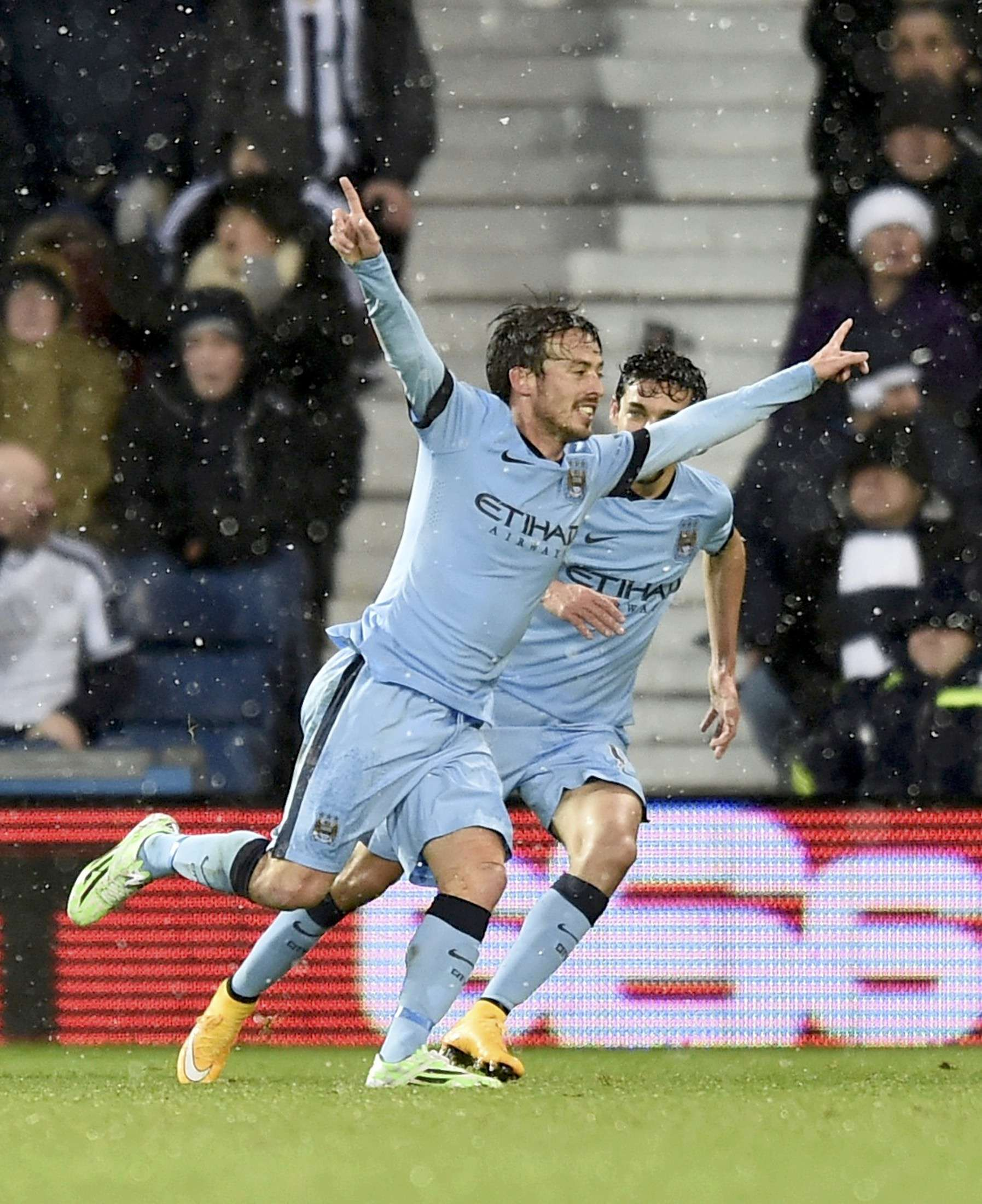 Manchester City's David Silva celebrates after scoring a goal during their English Premier League soccer match against West Bromwich Albion at The Hawthorns in West Bromwich, central England December 26, 2014. REUTERS/Toby Melville (BRITAIN - Tags: SOCCER SPORT) FOR EDITORIAL USE ONLY. NOT FOR SALE FOR MARKETING OR ADVERTISING CAMPAIGNS. EDITORIAL USE ONLY. NO USE WITH UNAUTHORIZED AUDIO, VIDEO, DATA, FIXTURE LISTS, CLUB/LEAGUE LOGOS OR 'LIVE' SERVICES. ONLINE IN-MATCH USE LIMITED TO 45 IMAGES, NO VIDEO EMULATION. NO USE IN BETTING, GAMES OR SINGLE CLUB/LEAGUE/PLAYER PUBLICATIONS. Foto: TOBY MELVILLE/REUTERS