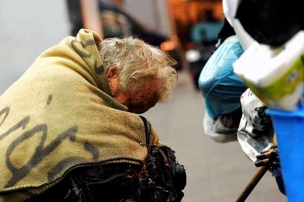 La gran mayoría piensa en el retorno para ser cuidadas allá por algún familiar. Otra alternativa es traer a algún familiar. Imagen de ilustración Foto: TIZIANA FABI/AFP/Archivo
