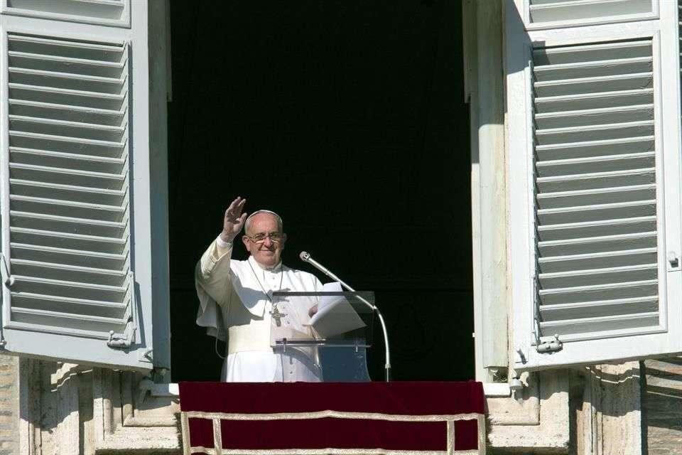 El Papa celebró el Angelus desde la ventana del palacio apostólico Foto: AP en español