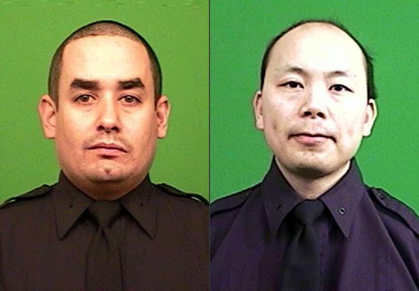 Los policías Rafael Ramos, a la izquierda, y Wenjian Liu fueron asesinados a tiros dentro de su auto patrulla el sábado 20 de diciembre en Nueva York. Foto: AP en español
