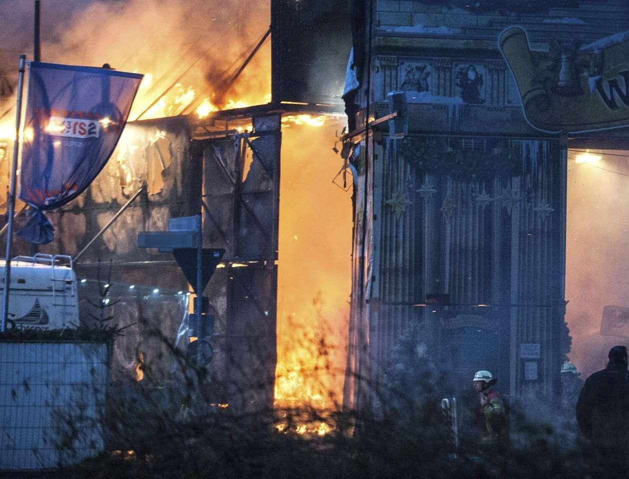 Los servicios de emergencia recibieron una llamada informando del incendio y al lugar acudieron bomberos de la región de Murcia y ambulancias con personal sanitario. Imagen de ilustración Foto: EFE/Archivo
