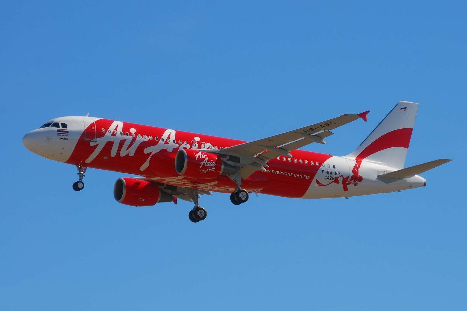 Avião do mesmo modelo do AirAsia que desapareceu na Indonésia Foto: Laurent ERRERA/Wikimedia Commons