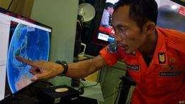 Membro de equipe de resgate na Indonésia (foto: AFP) Foto: BBC Mundo/Copyright