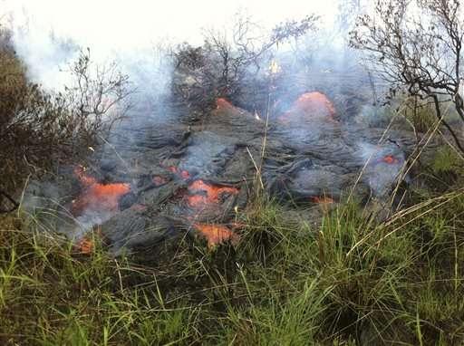 Según previsiones iniciales, la corriente de lava alcanzaría el día de Navidad el centro comercial, pero había dejado de avanzar. Foto: AP en español