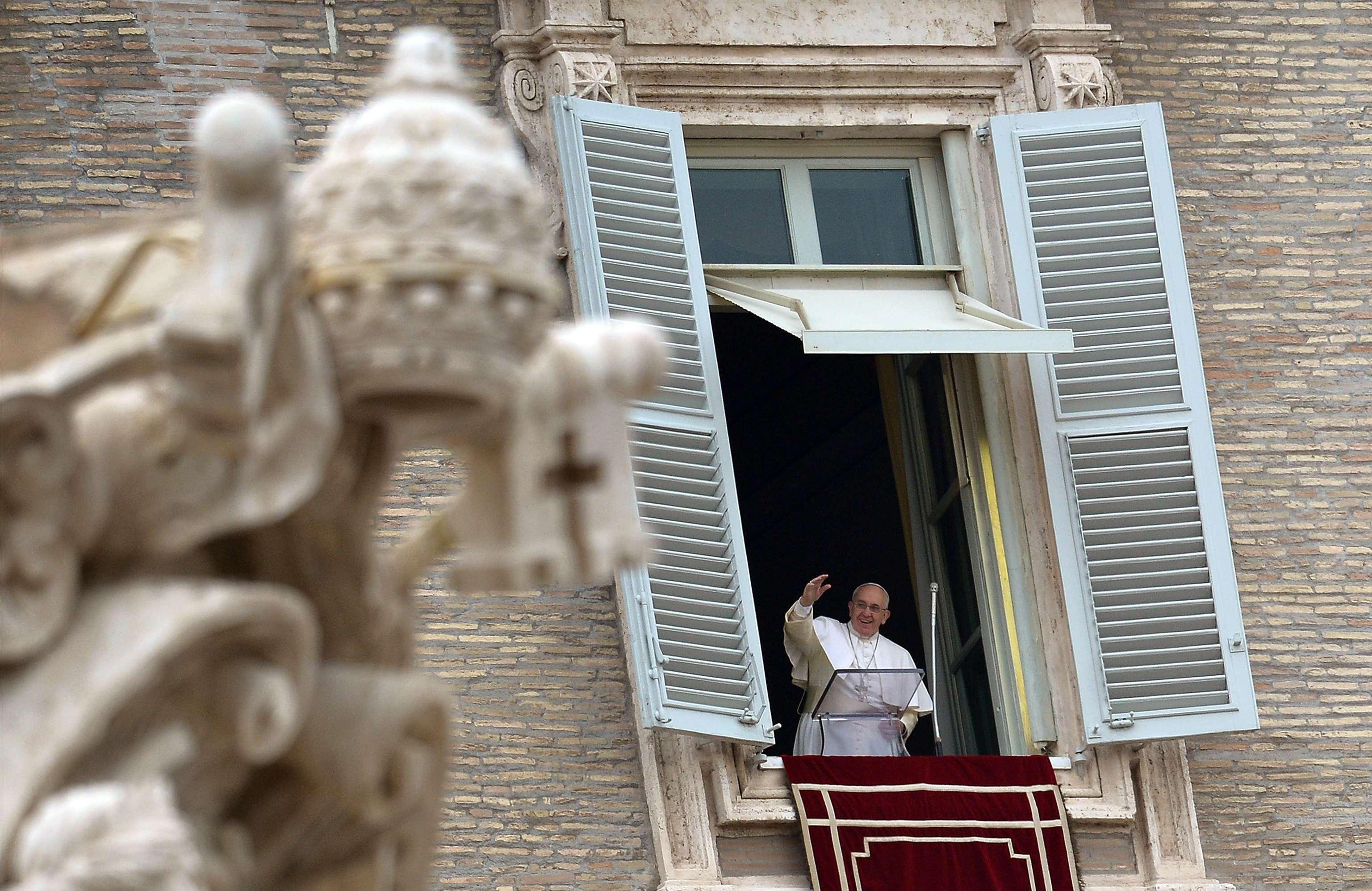 Papa falou aos fiéis neste domingo, no Vaticano Foto: AFP