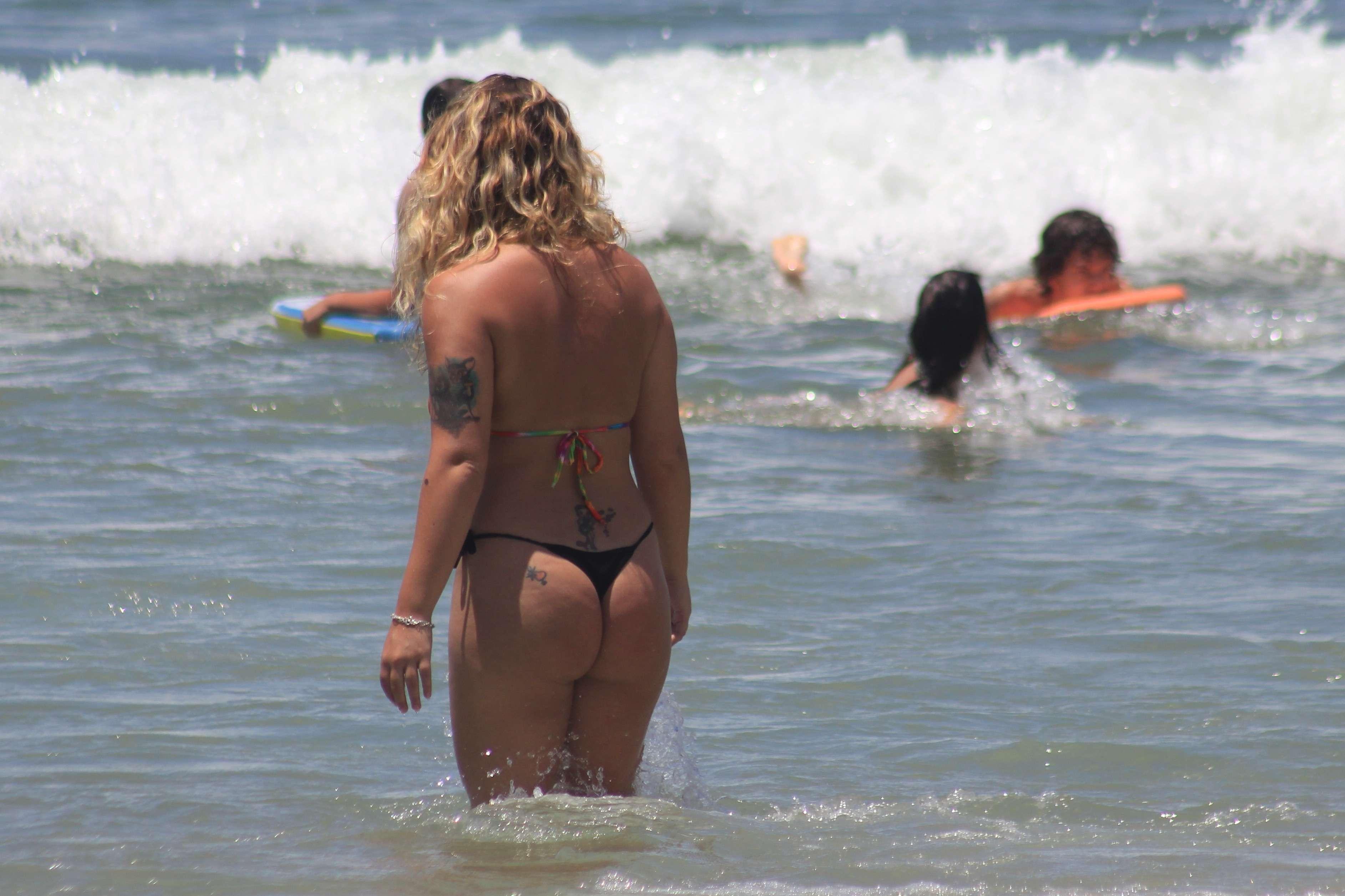 No sul da ilha de Santa Catarina, muitos banhistas aproveitaram o mar calmo das praias do Pântano do Sul e Açores para se refrescarem Foto: Fabricio Escandiuzzi/Especial para Terra