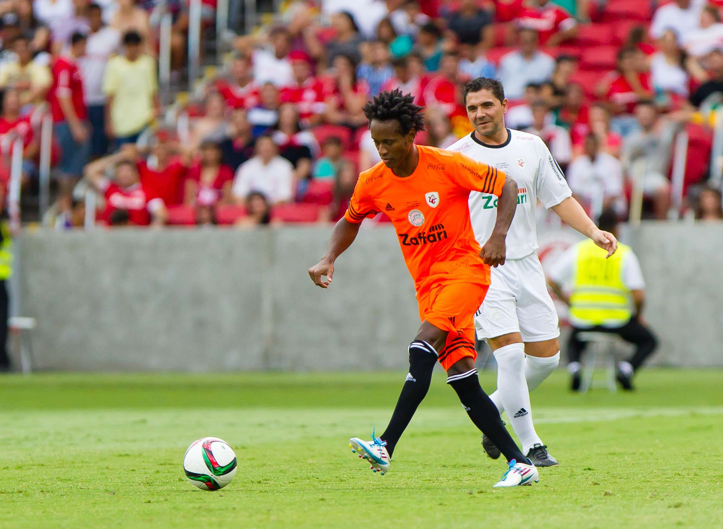 Zé Roberto tem participado de jogos festivos nesse final de ano Foto: Jeferson Guareze/Futura Press