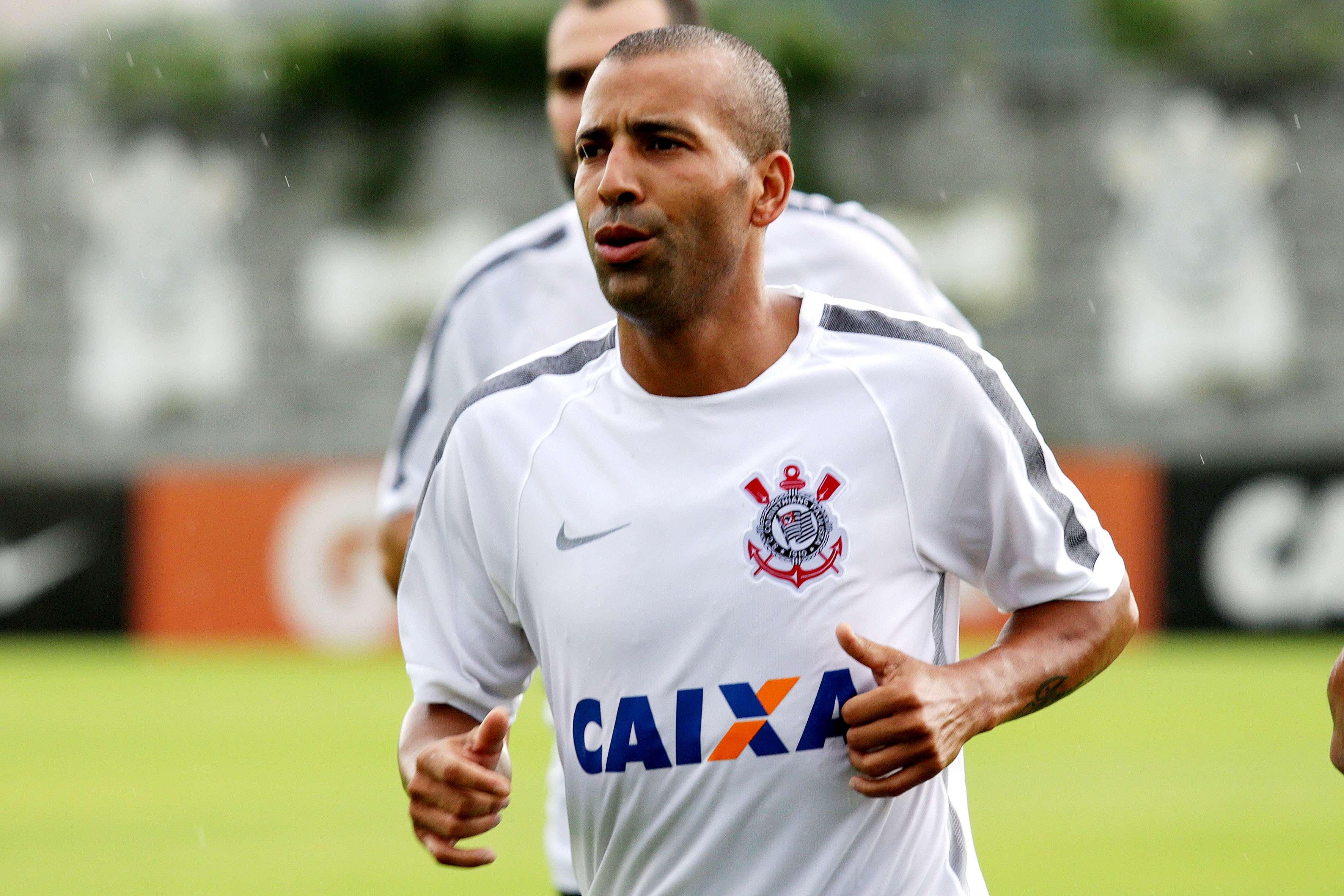 Emerson Sheik treina na reapresentação do Corinthians Foto: Luis Moura/Gazeta Press