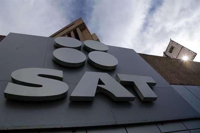 De junio a diciembre del año pasado, el SAT dio a conocer, en su página en internet y en el DOF, nueve listas definitivas de empresas facturadoras que simulan operaciones inexistentes. Foto: Reforma