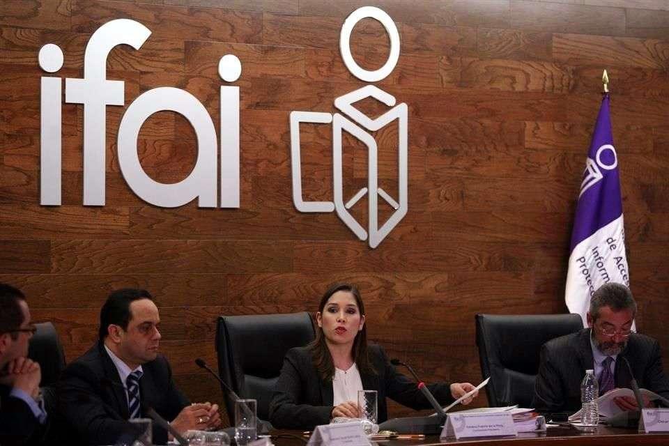 La comisionada ponente Ximena Puente revisó un recurso presentado por un particular tras recibir la negativa de información por parte de la SEP. Foto: Archivo/Reforma