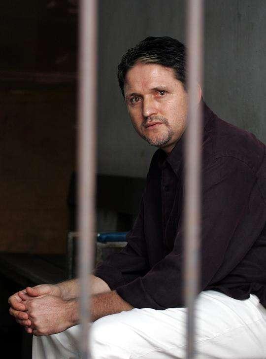 Brasileiro Marco Archer Cardoso Moreira, condenado à morta na Indonésia, em prisão de Jacarta. 08/06/2004 Foto: Beawiharta/Reuters