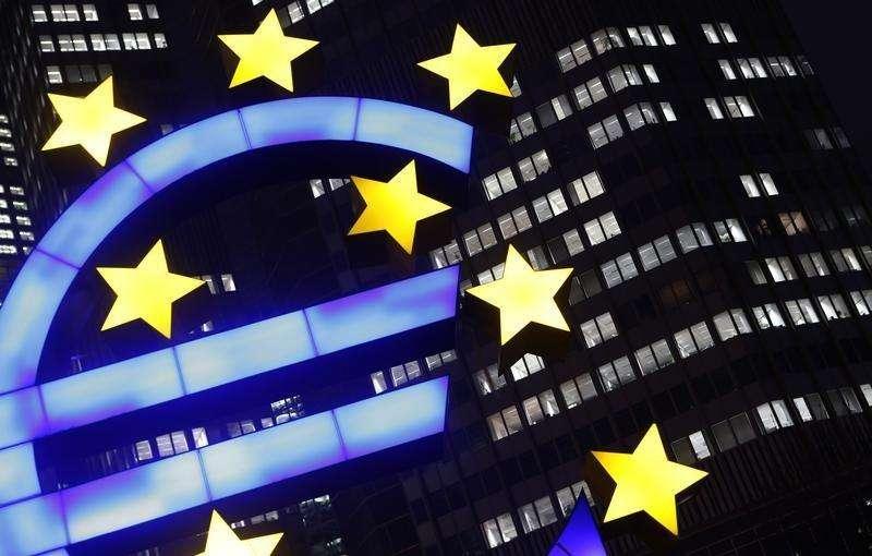 Logo do Euro em frente ao prédio do BCE, em Frankfurt. 08/01/2013 Foto: Kai Pfaffenbach/Reuters