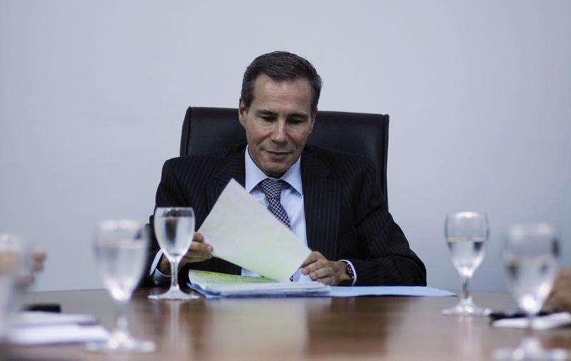 Imagen de archivo del fiscal Alberto Nisman en su oficina en Buenos Aires. Foto: Marcos Brindicci/Reuters