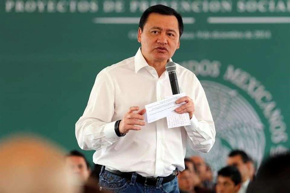 Pese al escenario de violencia que se vive en Guerrero, el Secretario de Gobernación, Miguel Ángel Osorio Chong, afirmó que trabaja con el Instituto Nacional Electoral (INE) para generar condiciones que permitan realizar elecciones el 7 de junio. Foto: Reforma
