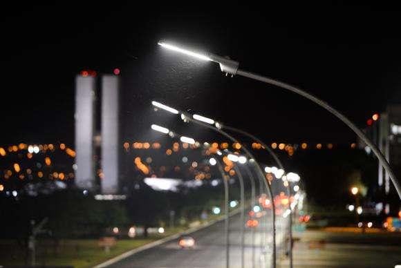 Segundo a companhia CEB, a energia foi restabelecida na região às 7h39 desta quinta-feira Foto: Agência Brasil