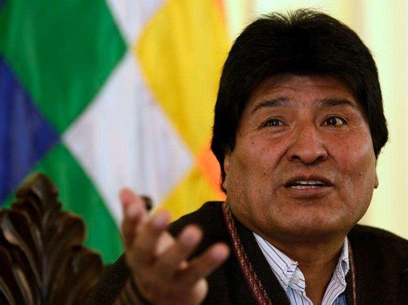 """El presidente Evo Morales habla durante una conferencia de prensa en la residencia presidencial en La Paz, 22 enero, 2015. El presidente Evo Morales asumió el jueves su tercer mandato consecutivo en Bolivia prometiendo avanzar con el """"socialismo originario"""" que lo hizo el mandatario más popular de la región, en medio de un desplome en los precios de las materias primas que exporta el país que podría complicar sus planes. Foto: David Mercado/Reuters"""