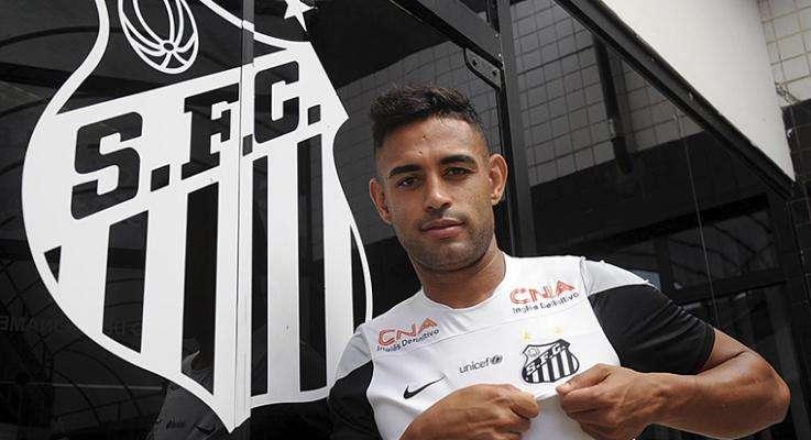 Zagueiro trabalhou com o técnico Enderson Moreira em Porto Alegre Foto: Ivan Storti/Divulgação Santos FC