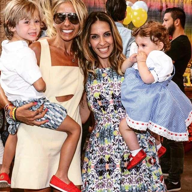 No início do mês, Adriane Galisteu esbanjou sorrisos e simpatia ao levar seu filho Vittório na festa de aniversário de um ano de Maria Eduarda, filha de Henri Castelli Foto: Instagram: @galisteuoficial/Reprodução