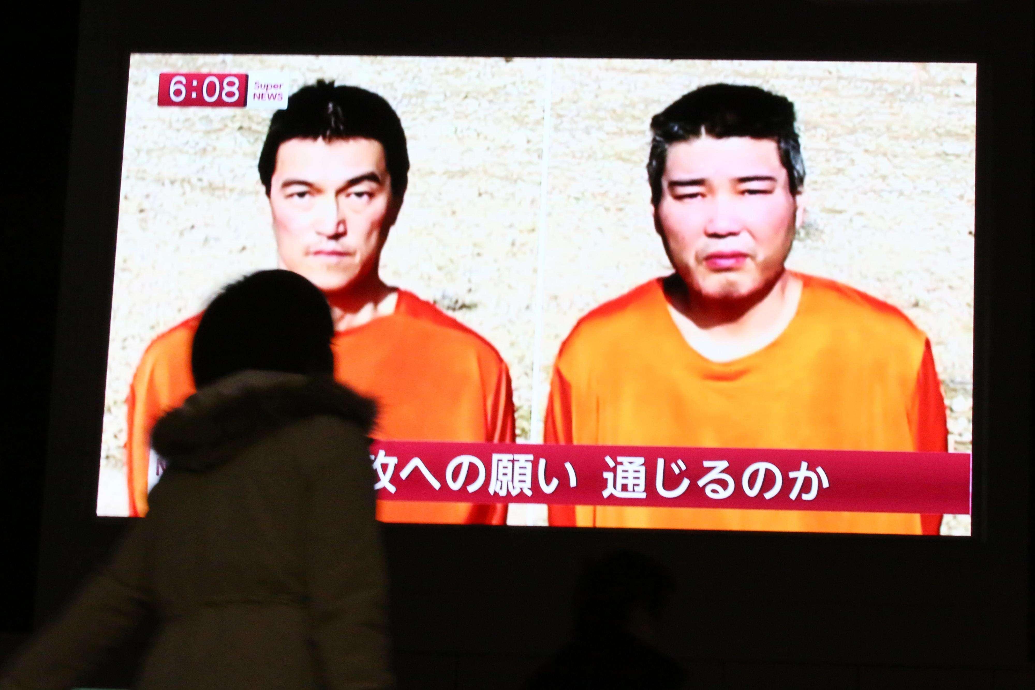 Kenji Goto, izquierda, y Haruna Yukawa, japoneses secuestrados por ISIS. Foto: AP en español