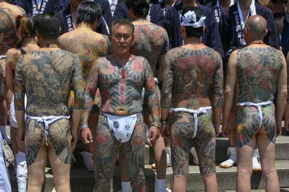 A sus miembros se les puede reconocer por signos distintivos como los tatuajes tradicionales nipones Foto: Getty Images/Archivo