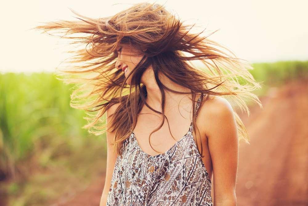 Para manter o cabelo bonito e saudável mesmo com ação do suor, é preciso investir em um bom leave-in e tratamentos com ações térmicas e nutritivas Foto: EpicStockMedia/Shutterstock