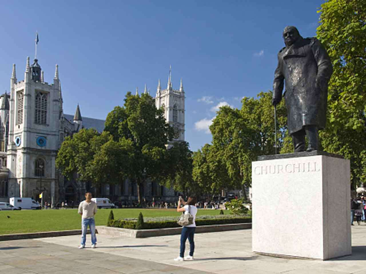 Una estatua de Winston Churchill frente a la Abadía de Westminster. Foto: Getty Images