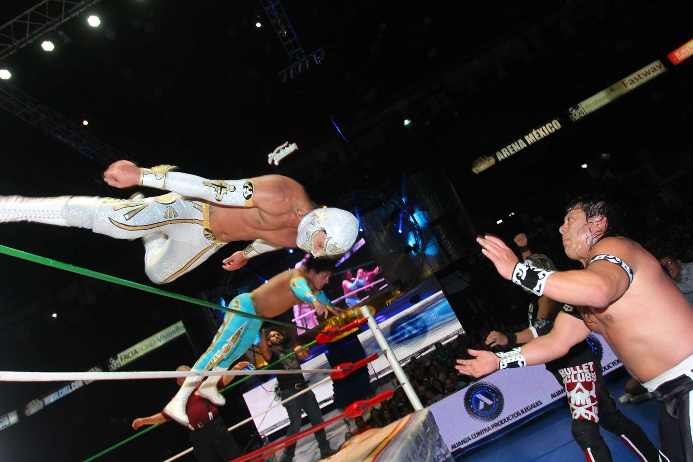 Místico, Volador Junior y Máximo derrotan a Último Guerrero, Terrible y Rey Bucanero en la función estelar en la Arena México. Foto: Terra