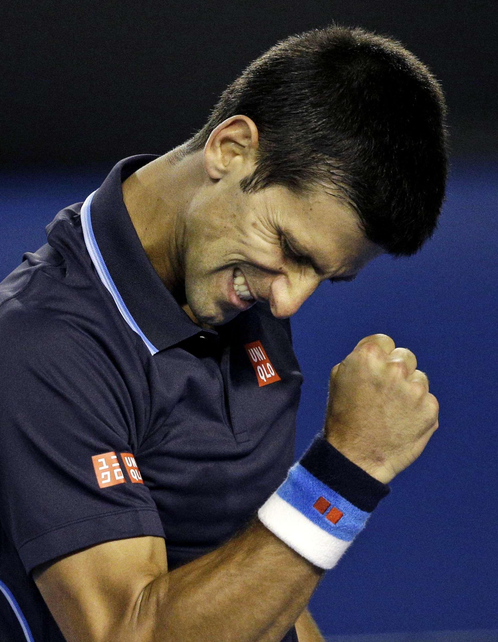 Novak Djokovic festeja su triunfo ante el español Fernando Verdasco quien dio un gran primer set Foto: AP