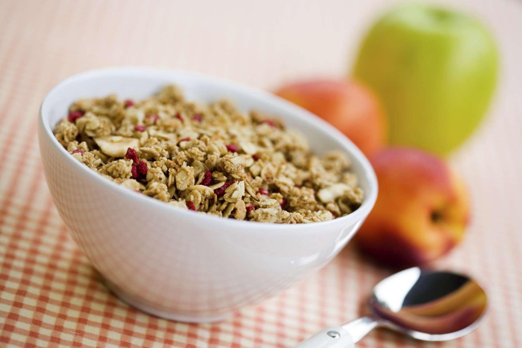 La granola o muesli tiene un alto contenido calórico, basta mirar la información nutrimental. Foto: iStock