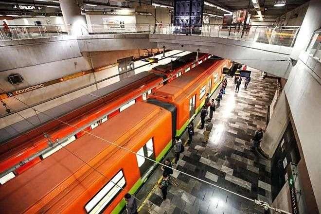 Desde marzo del 2014, sólo 9 de las 20 estaciones de la Línea Dorada prestan servicio, ya que en el tramo de las 11 restantes se detectaron fallas en las vías. Foto: Archivo/Reforma