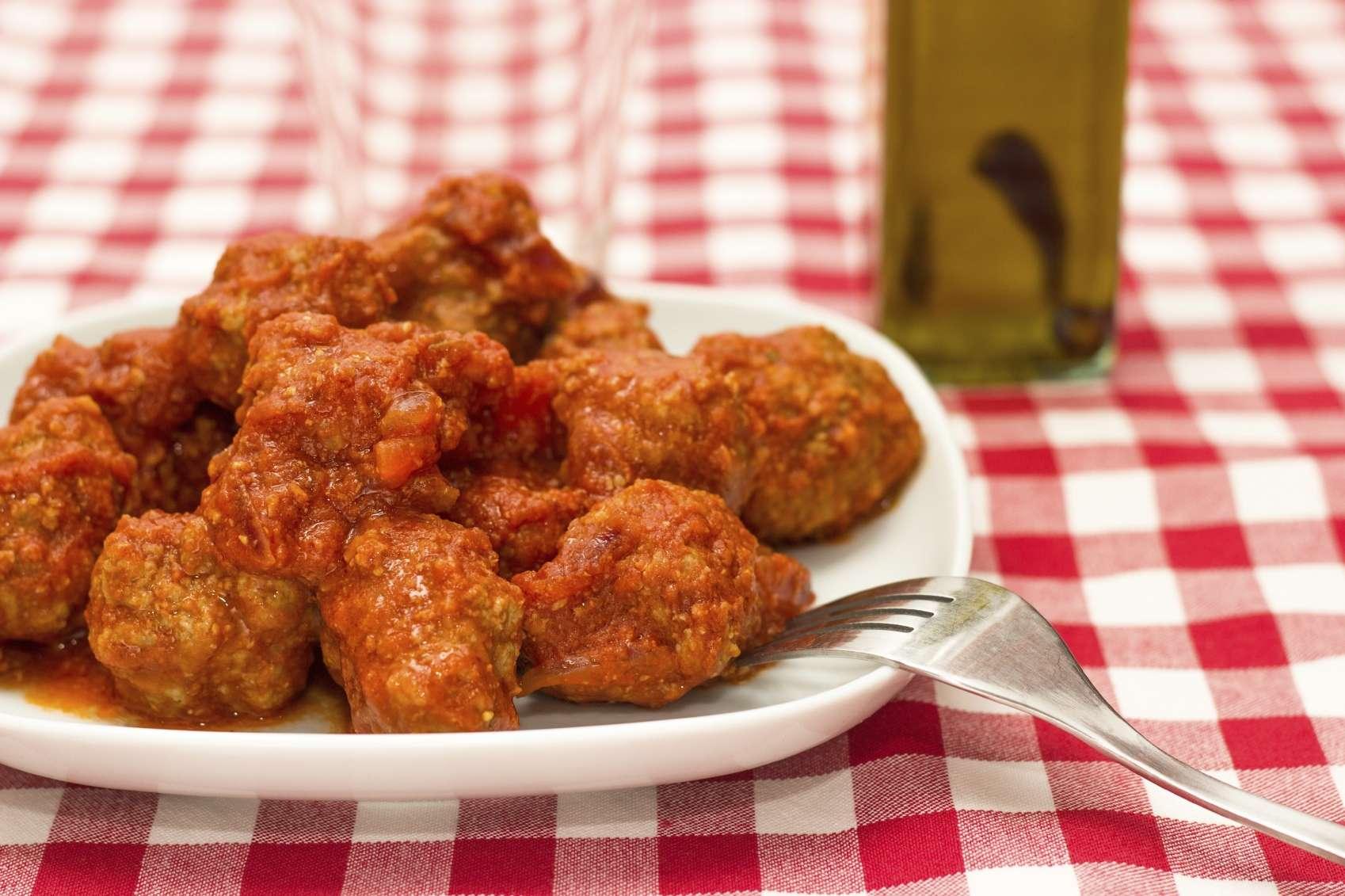 Las albóndigas con salsa búfalo son fáciles de comer y muy adictivas. Foto: iStock