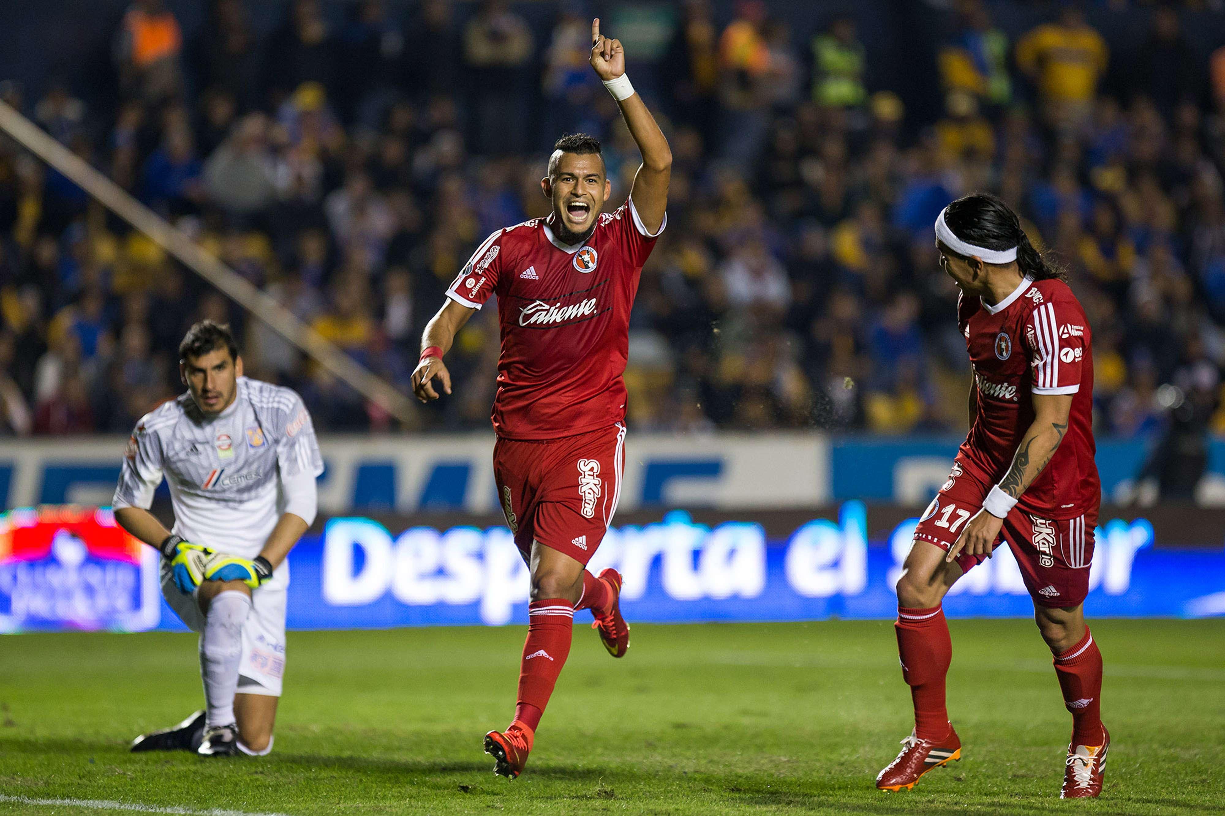 Con goles de Roberto da Silva y Dayro Moreno, los Xolos derrotan 2-1 a Tigres, quien descontó con autogol de Cirilo Saucedo Foto: Mexsport