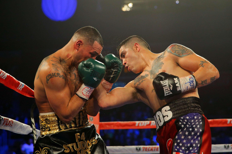 """El """"Bam-Bam"""" castigó a Alvarado desde el inicio de la pelea. Foto: Getty Images"""