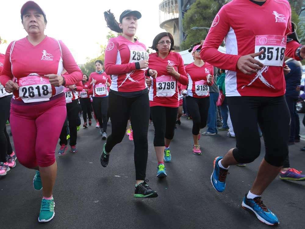 Alrededor de 4 mil personas entre pacientes de cáncer, sobrevivientes de la enfermedad y gente que apoya la causa partieron de la glorieta de la Diana Cazadora a las 8:00 de la mañana para participar en las categorías de 5 y 10 kilómetros, o en la caminata de 1.5 kms. Andrea Fernanda Sánchez ganó la competición de 10 kms y Juan Pablo Vega la de 5. Foto: Terra