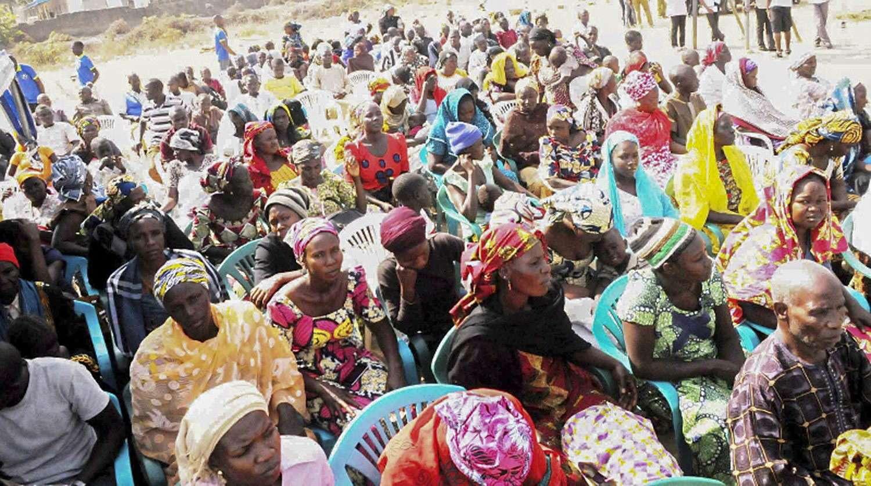 Desplazados del noroeste de Nigeria esperan para recibir ayuda el pasado martes, 20 de enero de 2015, en Jos, Nigeria. Foto: EFE en español
