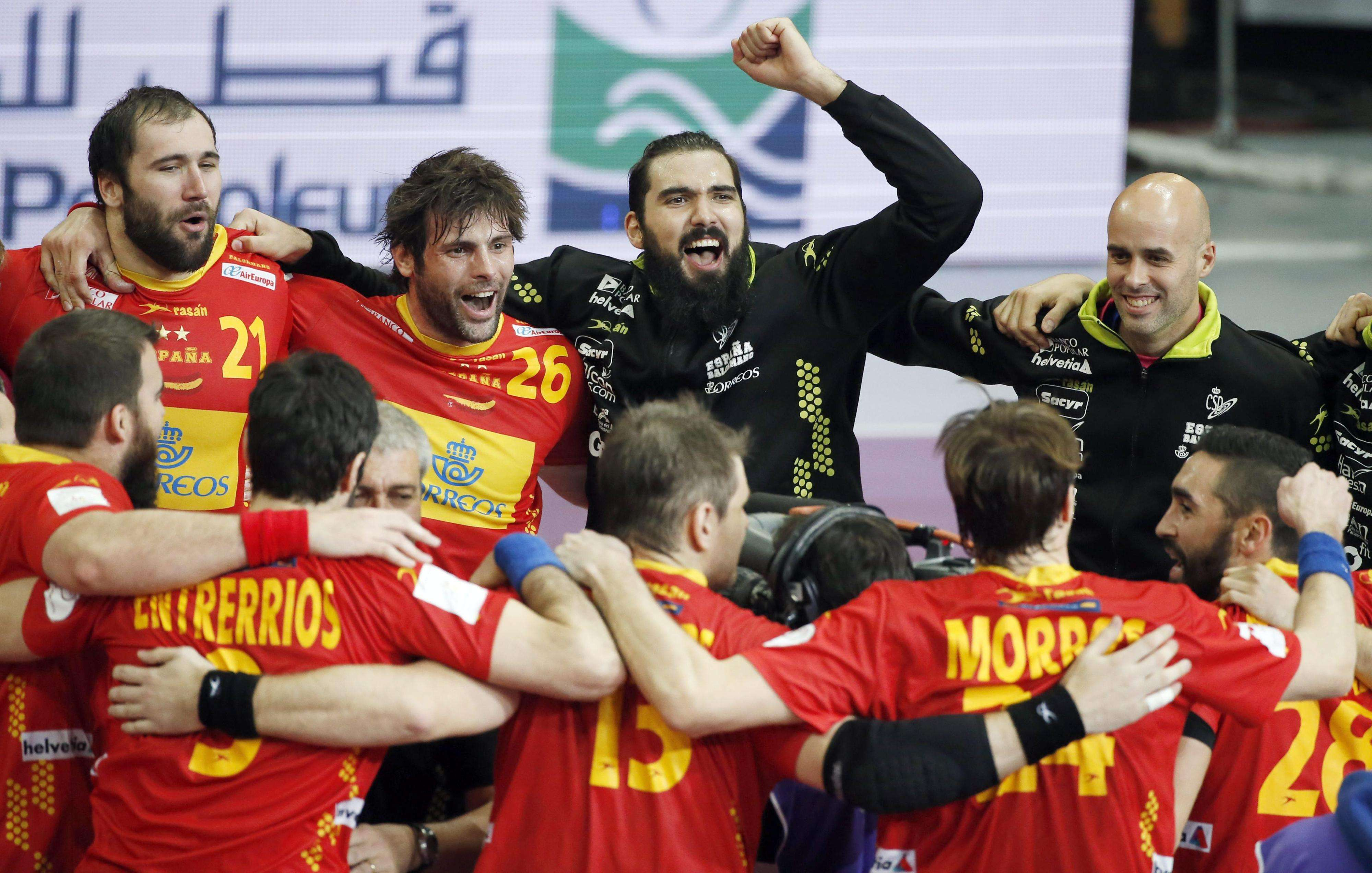 España celebra su victoria sobre Túnez en octavos de final en el Mundial de Catar 2015. Foto: EFE en español