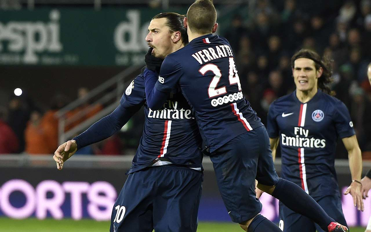 Zlatan Ibrahimovic celebra el gol del triunfo de Paris Saint-Germain 1-0 sobre Saint-Etienne. Foto: AFP