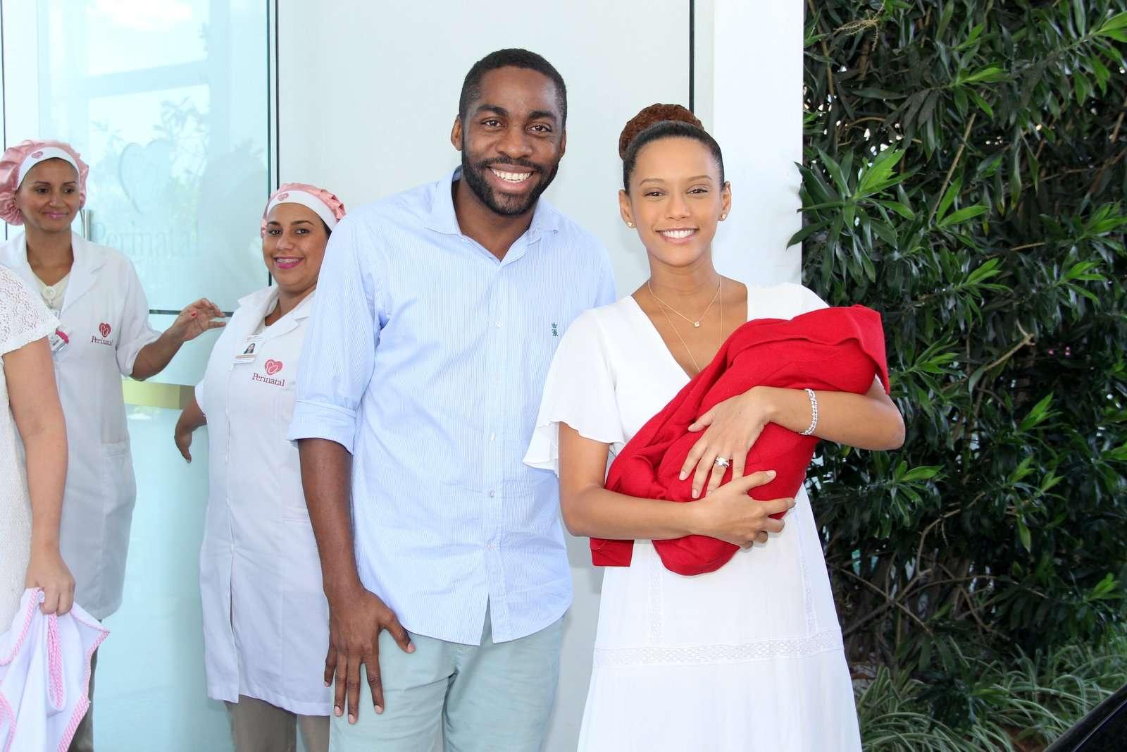 Maria Antônia nasceu na última sexta-feira (23) de parto cesárea feito pela irmã da atriz Foto: Alex Palarea/AgNews