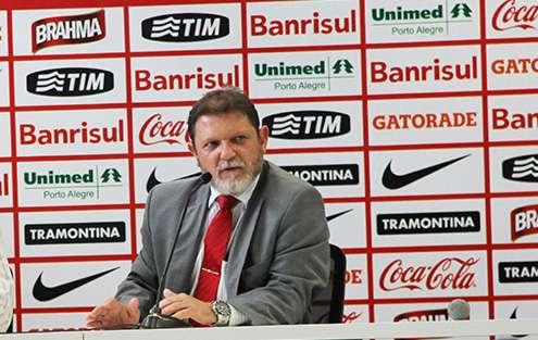 Luiz Fernando Costa morreu aos 53 anos após sofrer novo infarto Foto: SC Internacional/Divulgação