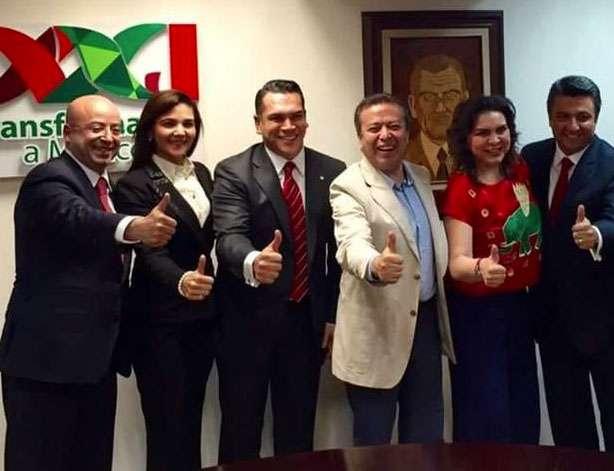 César Camacho, presidente del PRI, junto a Alejandro Moreno Cárdenas. Foto: Terra