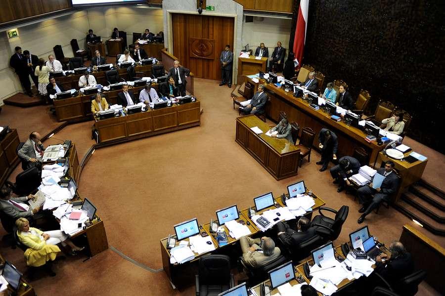Los parlamentarios aprobaron que en un plazo de cinco años se termine la selección en los colegios emblemáticos. Foto: Agencia UNO