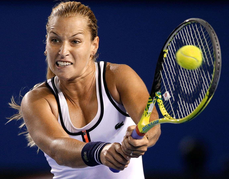 Dominika Cibulkova (SVK/N.11) ganó a la dos veces campeona del Abierto de Australia, Victoria Azarenka (BLR) por 6-2, 3-6, 6-3. Foto: AP