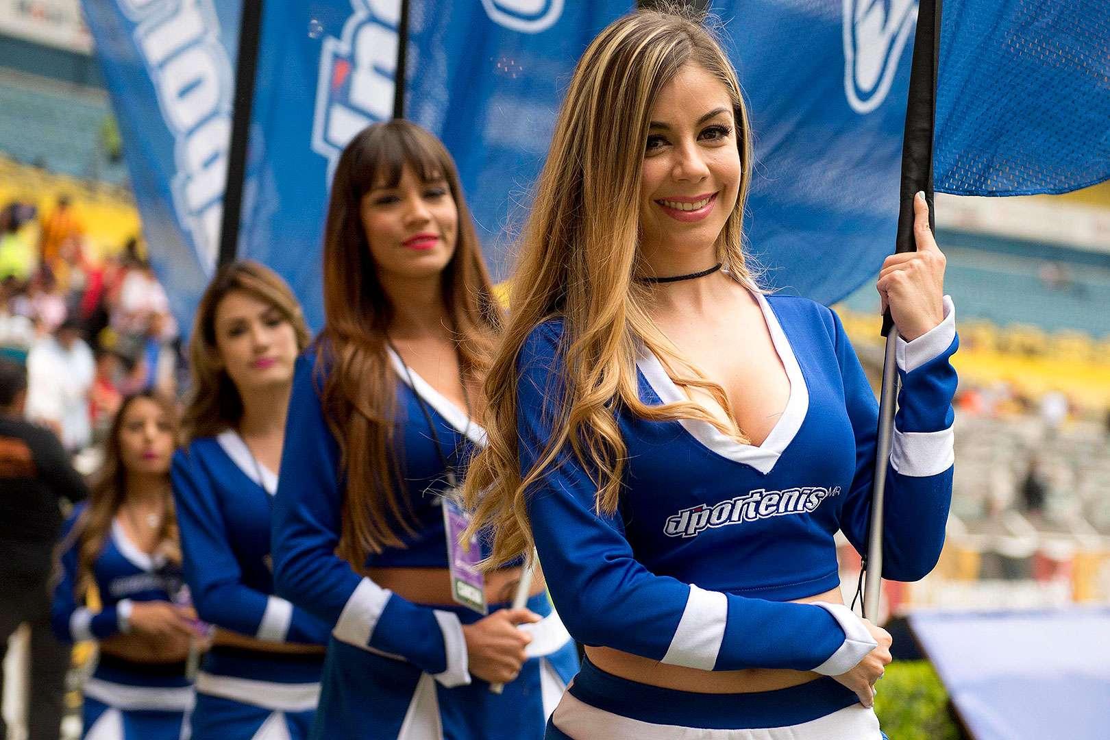 Disfruta las mejores imágenes de las bellas edecanes pusieron el ambiente entre los aficionados a la Primera División en la jornada 3 del Clausura 2015. Foto: Imago 7