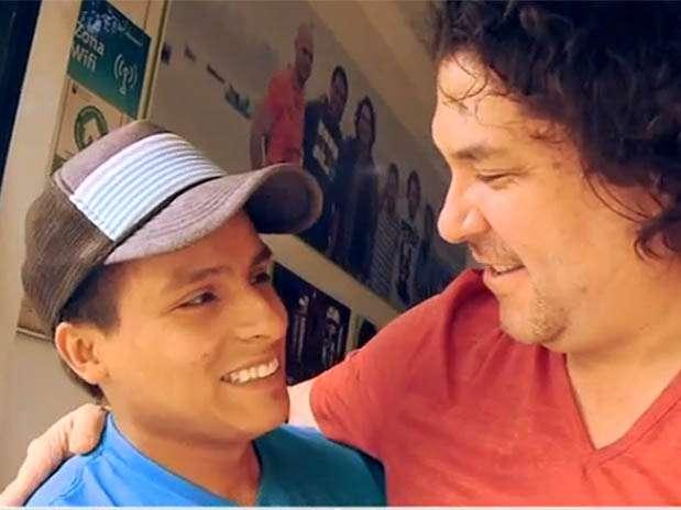 """El """"ninja de los limones"""" y Gastón Acurio. Foto: Captura de video"""