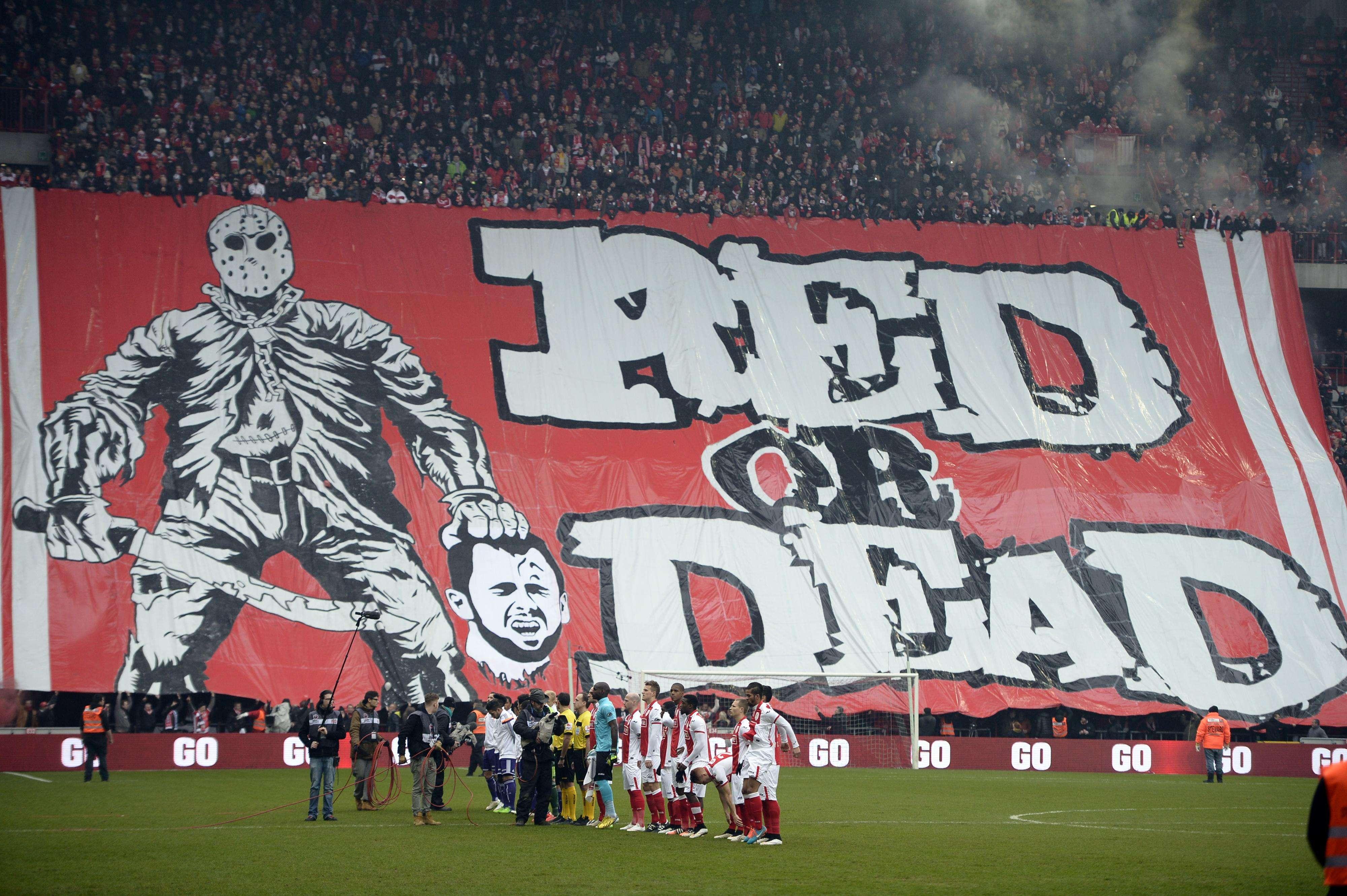Faixa com jogador decapitada provoca grande polêmica na Bélgica Foto: Yorick Jansens/AFP