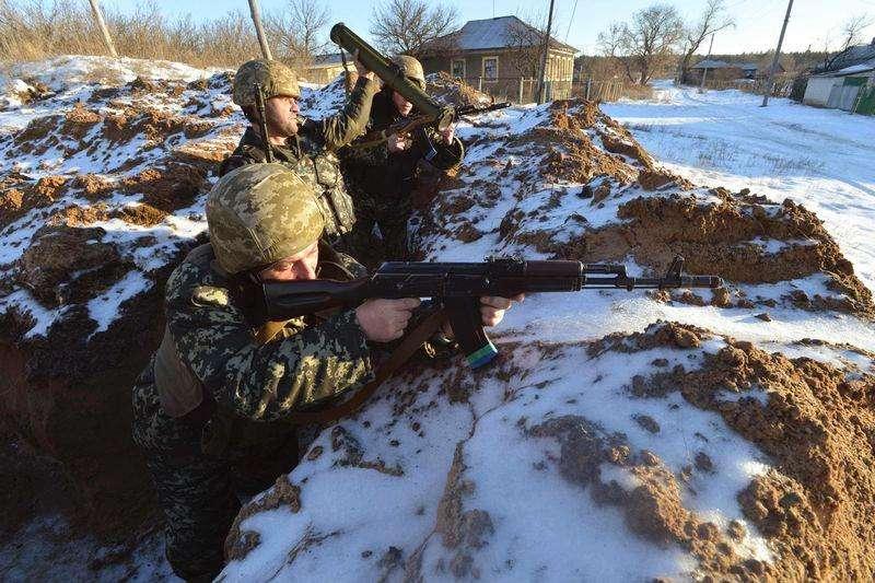 Militares russos em vilarejo de Luhanska, na região de Luhansk. 24/01/2014 Foto: Oleksandr Klymenko/Reuters