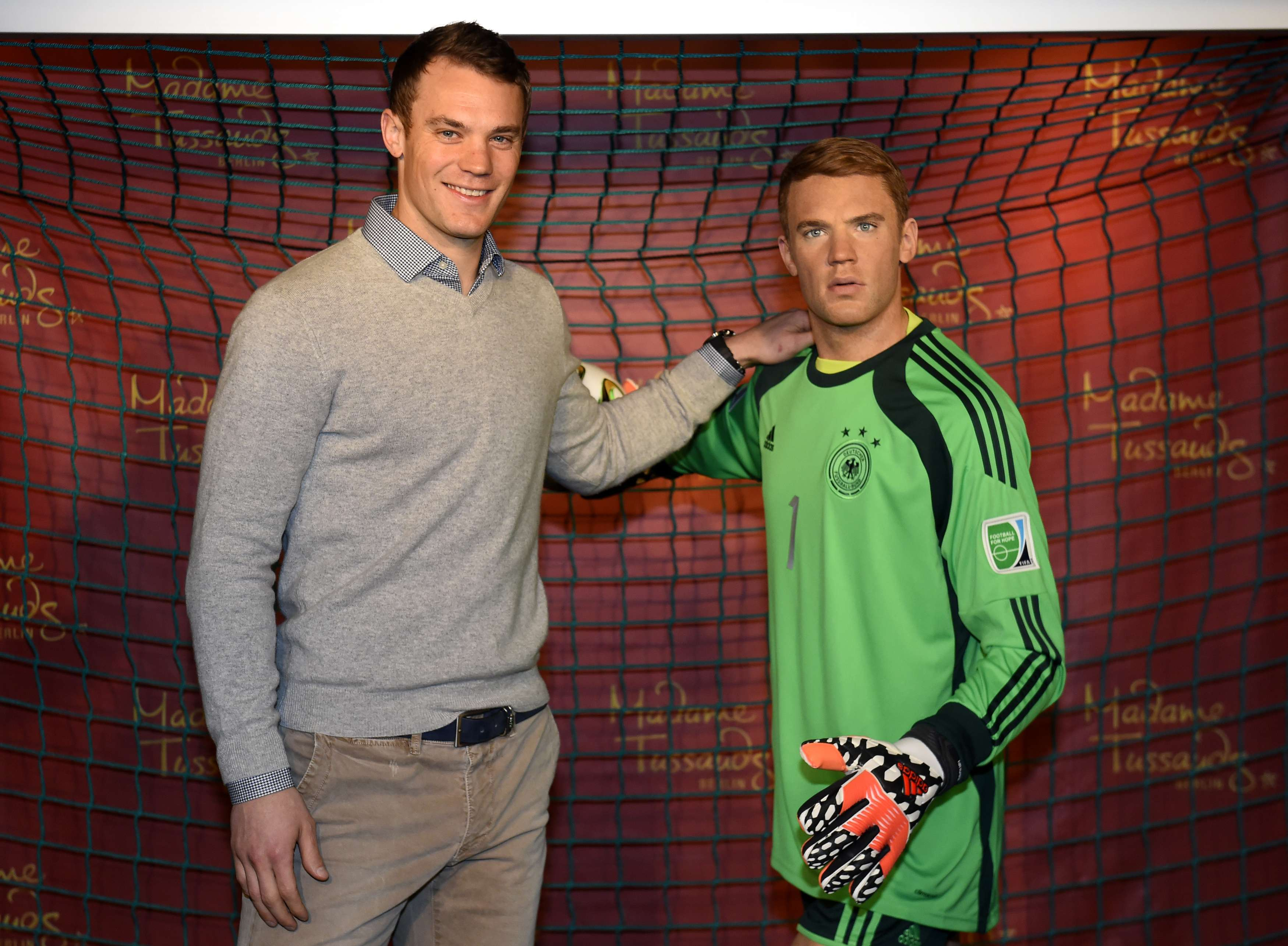 """Neuer ganhou estátua de cera """"baixinha"""" Foto: Tobias Schwartz/AFP"""