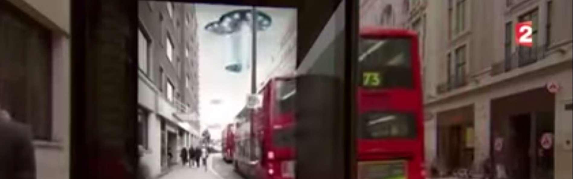 La publicidad ha dejado maravillados a varios transeúntes británicos. Foto: YouTube.com