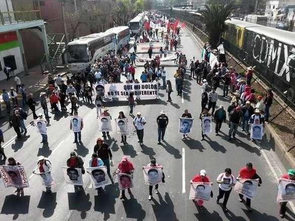 Tlalpan de Sur a Norte se encuentra bloqueada por el contingente que partió de Tasqueña. Foto: Reforma