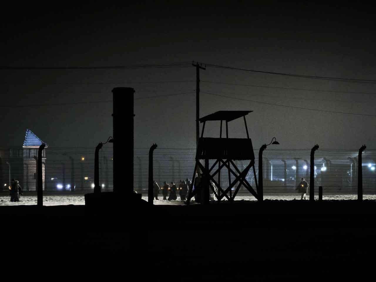 En el campo de concentración de Auschwitz-Birkenau un millón 100 mil personas murieron en el campo de concentración, el 27 de enero de 2015. Foto: AP en español